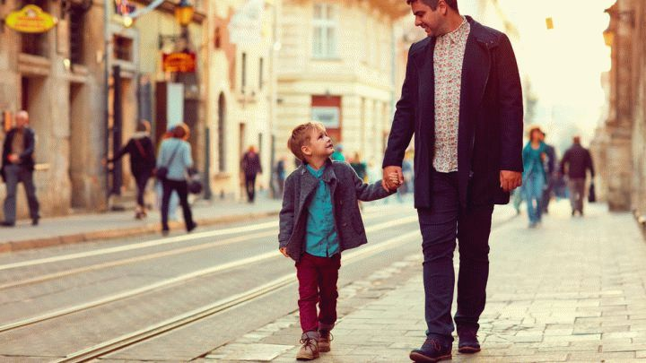 Воспитывать ребенка сегодня не просто. Тенденции изменились. Вчера запрещали гулять, сегодня не заставишь выйти из дома. Специально для вас подобрали лучшие книги о воспитании детей
