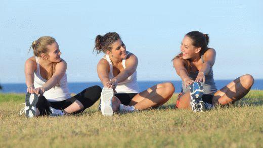 Фитнес-клуб подходит далеко не каждой маме. Но следить за здоровьем хочет каждая. Лучшие упражнения, которые помогут держать себя в форме внутри.