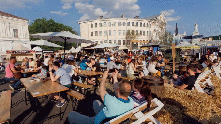 Отправляемся на фестиваль уличной еды этим летом. Афиша каждого фестиваля на это лето. Вкусная еда в вашем городе в удобном формате. Записывайте время и адрес!