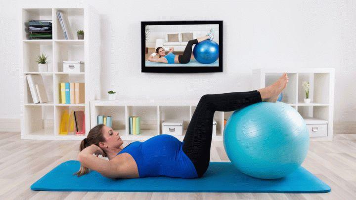 Здоровье особенно важно во время беременности. Правильная зарядка для беременных поможет сохранить красоту и хорошее самочувствие. Выполняем упражнения - получаем удовольствие