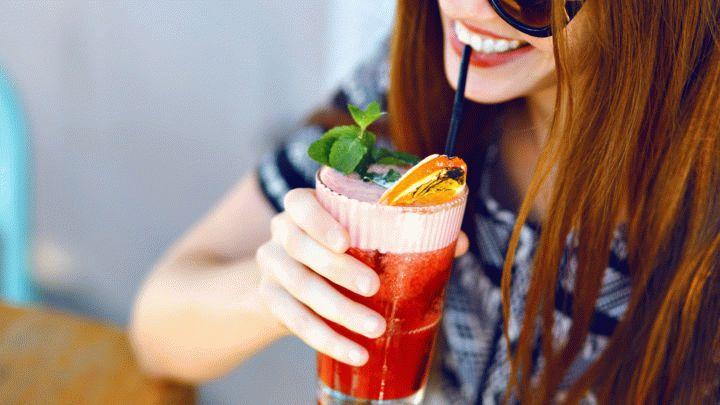 Летом каждый мечтает о прохладе. Для Вас мы подготовили вкусные рецепты, чтобы вы могли сами приготовить коктейли и лимонад. Читаем, готовим, пробуем.
