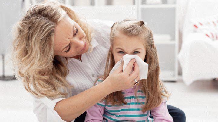 Насморк у ребенка может вызвать простуда или аллергия. Для всех случаев подготовили полезные советы, как безопасно избавиться от насморка у ребенка.