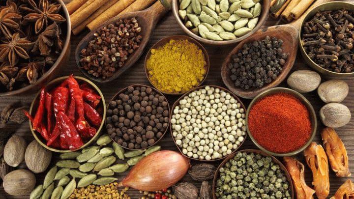 Пряности делают нашу жизнь более вкусной и ароматной. Добавила перец - стало острее. Гвозника и корица - добавят аромата. Куркума - цвета. Читаем, пользуемся.